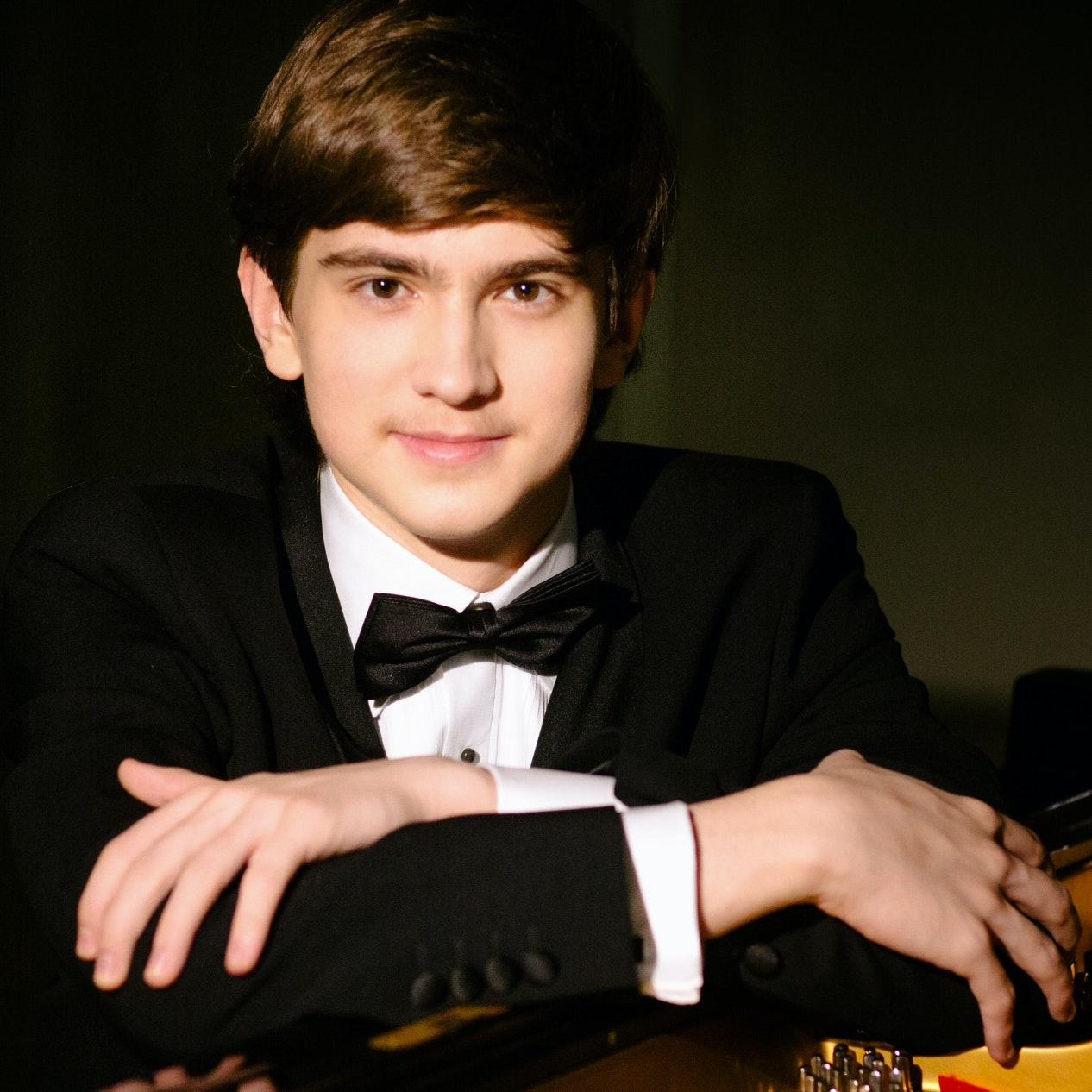 Daniel Kharitonov