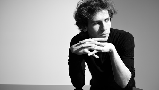 Alexandre Kantorow plays Brahms and Rachmaninov