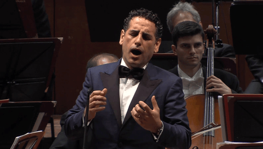 Sir Antonio Pappano conducts Mozart, Rossini, Donizetti, Offenbach, Puccini, and Verdi – With Juan Diego Flórez