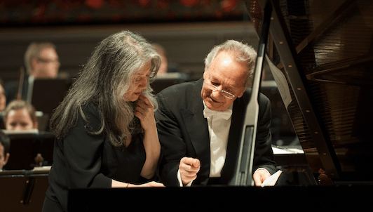Martha Argerich y Yuri Temirkanov interpretan el Concierto para piano en sol mayor de Ravel