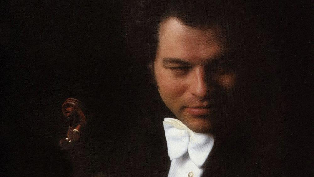 Carlo Maria Giulini conducts Beethoven's Violin Concerto – With Itzhak Perlman