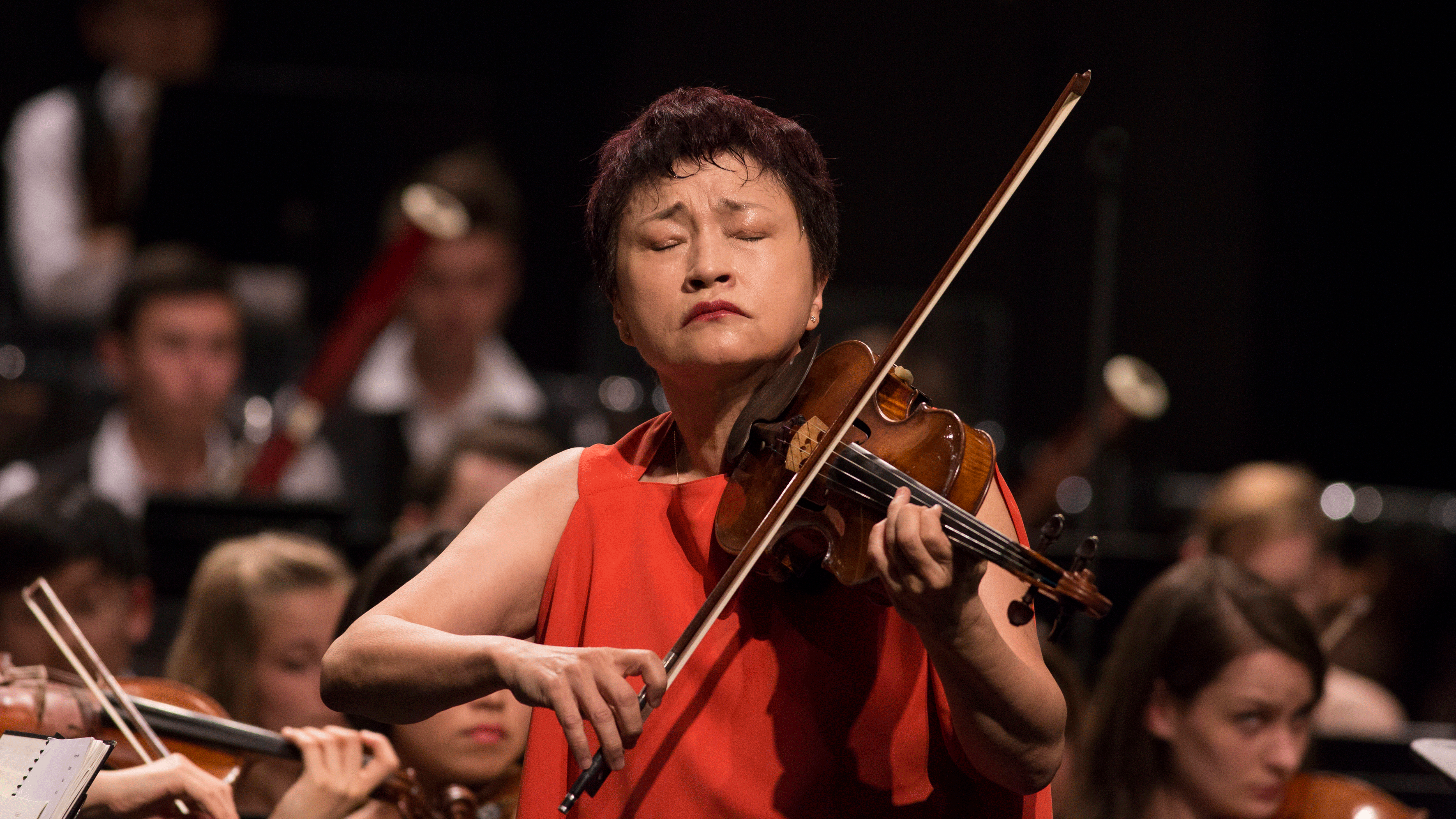 Charles Dutoit conducts Brahms and Berlioz – With Kyung Wha Chung