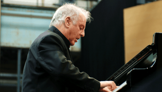 Daniel Barenboim plays and conducts Beethoven's Piano Concerto No. 1