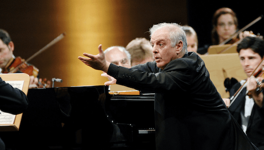 Daniel Barenboim plays and conducts Beethoven's Piano Concerto No. 2