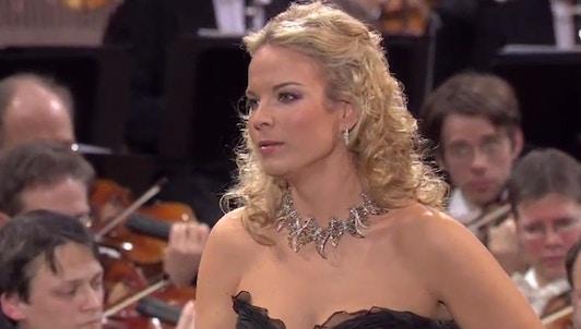 Elīna Garanča y Gustavo Dudamel interpretan a Saint-Saëns, Bizet y De Falla