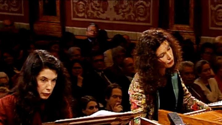 Katia et Marielle Labèque interprètent Bach en compagnie de Il Giardino Armonico