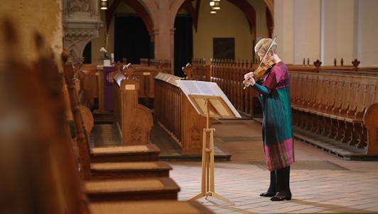 NOUVEAUTÉ : Isabelle Faust interprète la Sonate n°3 et la Partita n°2 pour violon seul de Bach