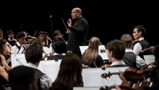 Jaap van Zweden dirige la Sinfonía n.° 8 de Bruckner