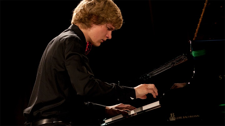 Jan Lisiecki plays Mozart, Bach and Chopin – With Christian Zacharias