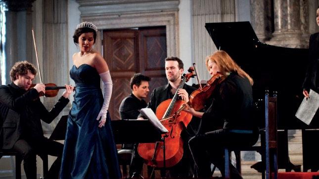 Il était une fois... Jodie Devos et Caroline Meng chantent Massenet, Offenbach, Isouard, Silver, Viardot, Chausson et Rossini