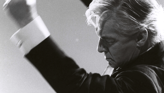 Herbert von Karajan dirige Un réquiem alemán de Brahms
