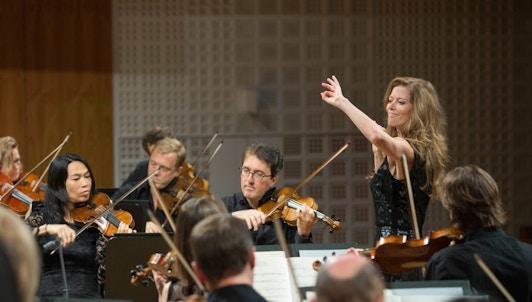 Barbara Hannigan dirige e interpreta a Rossini, Mozart, Ligeti y Fauré
