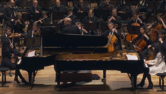 Jaap van Zweden dirige Glass y Shostakóvich — Con Katia y Marielle Labèque