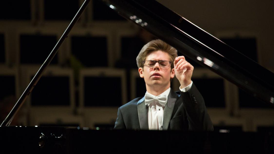 Perren-Luc Thiessen plays Mozart's Piano Concerto No. 24 in C Minor, K. 491