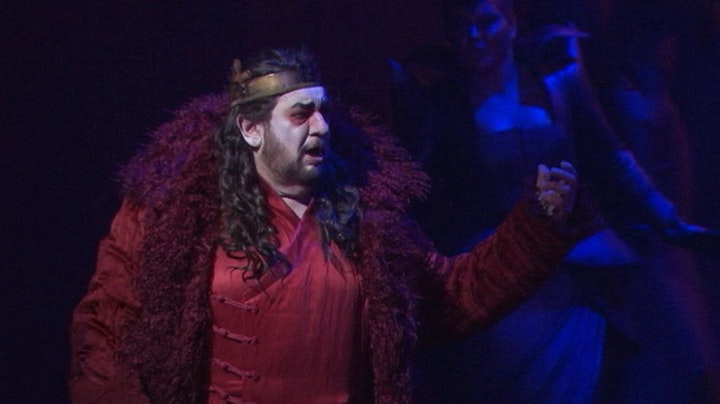 Plácido Domingo enlightens in dark Macbeth