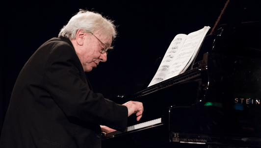 Richard Goode interpreta a Mozart, Janáček, Beethoven y Debussy
