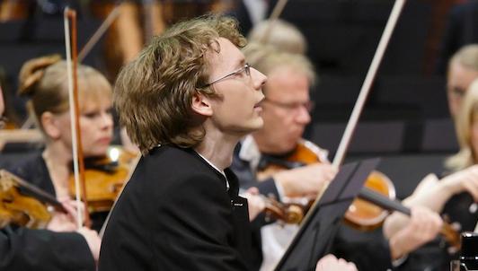 Sergei Redkin interprète Tchaïkovski, Prokofiev et Rachmaninov
