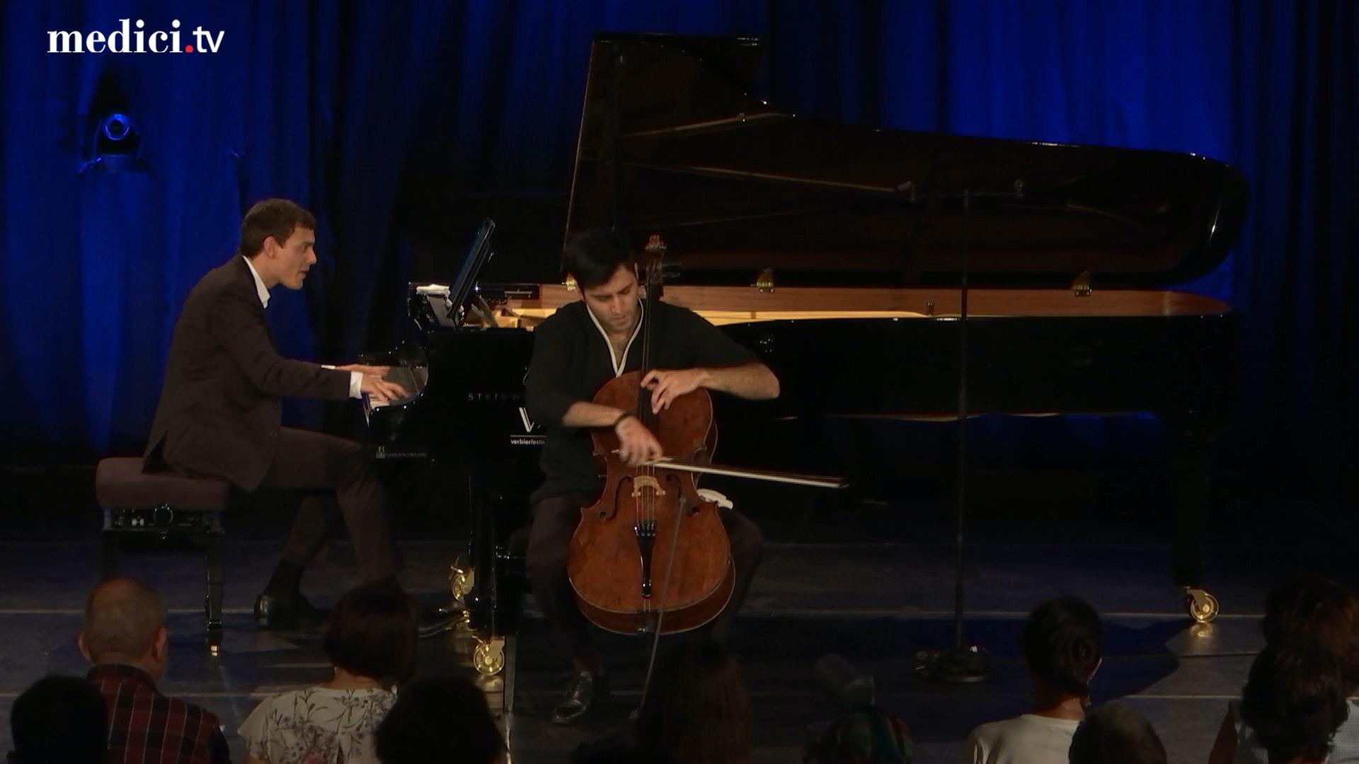 Kian Soltani et Aaron Pilsan jouent Bach, Brahms, Larcher, Vali et Piazzolla