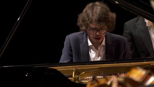 Tugan Sokhiev dirige Liszt y Shostakóvich — Con Lucas Debargue