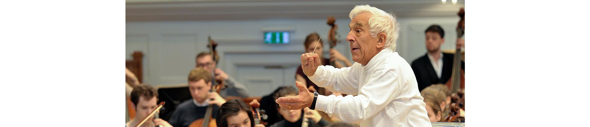 Vladimir Ashkenazy conducts Debussy's La Mer