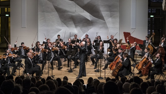 NOUVEAUTÉ : Vladimir Spivakov interprète et dirige Vivaldi, Albinoni, Chostakovitch et Piazzolla — Avec l'Orchestre des Virtuoses de Moscou