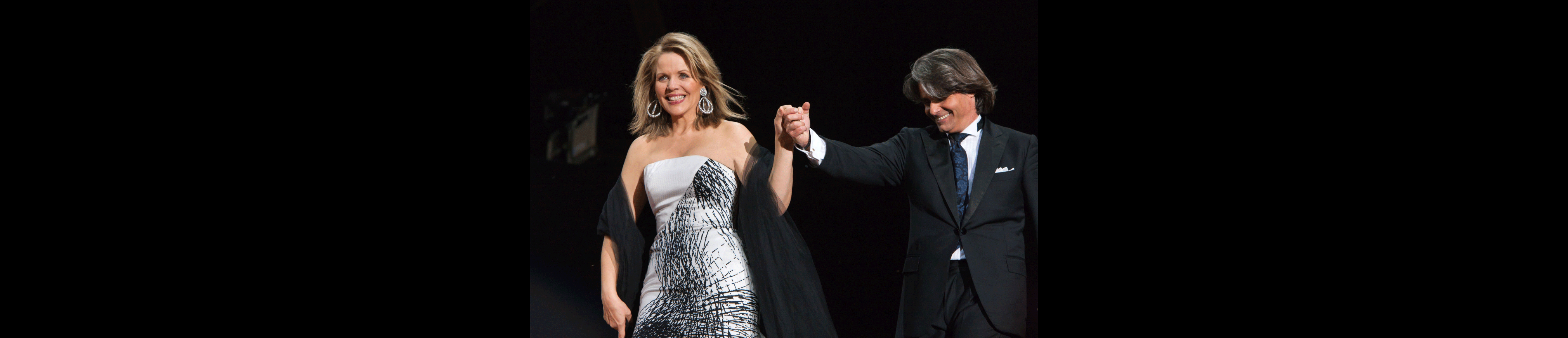 Ion Marin conducts Mussorgsky, Dvořák, Smetana, Khachaturian, Strauss, Wagner... – With Renée Fleming